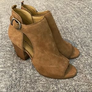 Lucky Brand Oona  tan open toe booties size 10